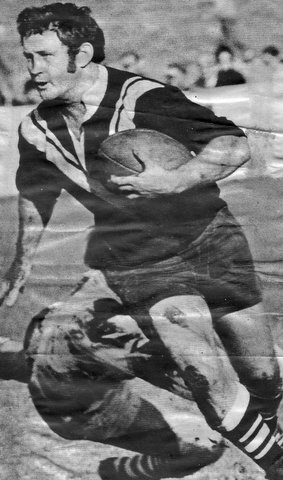 John Elford big pic running with ball 1970's