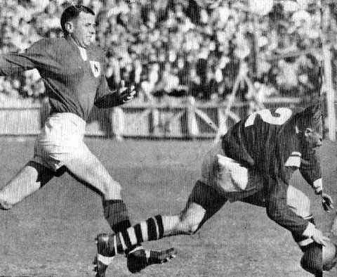 1962 Dave scorng a try v Newtown
