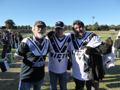 3 wests supporters